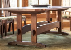 Table highlights stunning beauty of high quality walnut materials